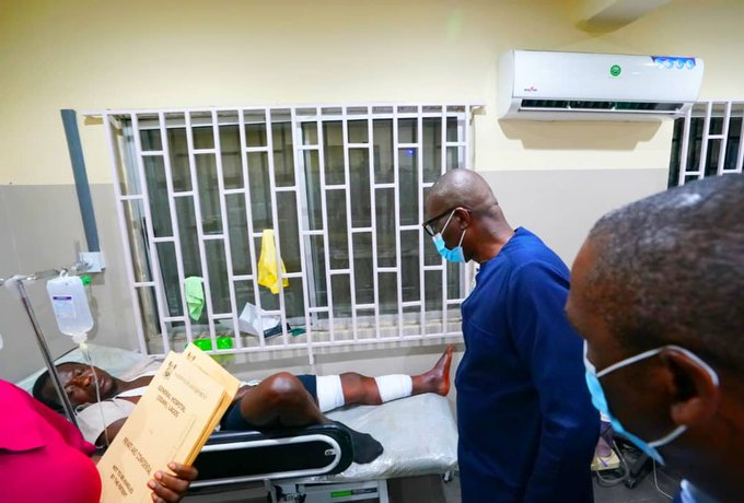 Governor-Sanwo-Olu-also-checks-on-another-victim